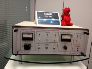 会議室に飾ってありました 磁気刺激装置の初号機です(数台売れたそうです)